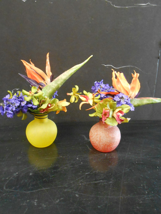 main photo of Bright floral in thread glass vase