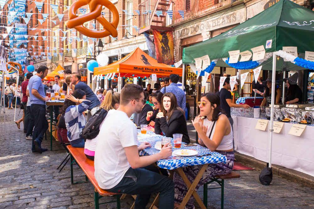 Bars and restaurants on Stone Street, Financial District, Manhattan