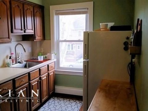 84-33 63rd Ave,middle Village, Ny 11379, Apt 2, Queens, New York 11379