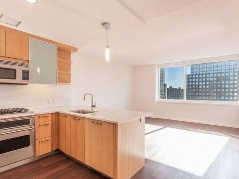 200 North End Avenue, Apt 28-E, Manhattan, New York 10282