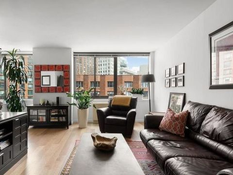 1 Union Square S, Apt 17J, Manhattan, New York 10003