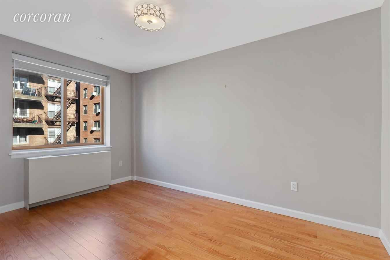 Apartment for sale at 3800 Blackstone Avenue, Apt 4S