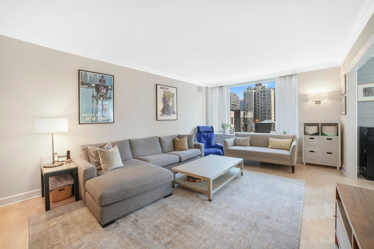 Apartment for sale at 220 Riverside Boulevard, Apt 8-E