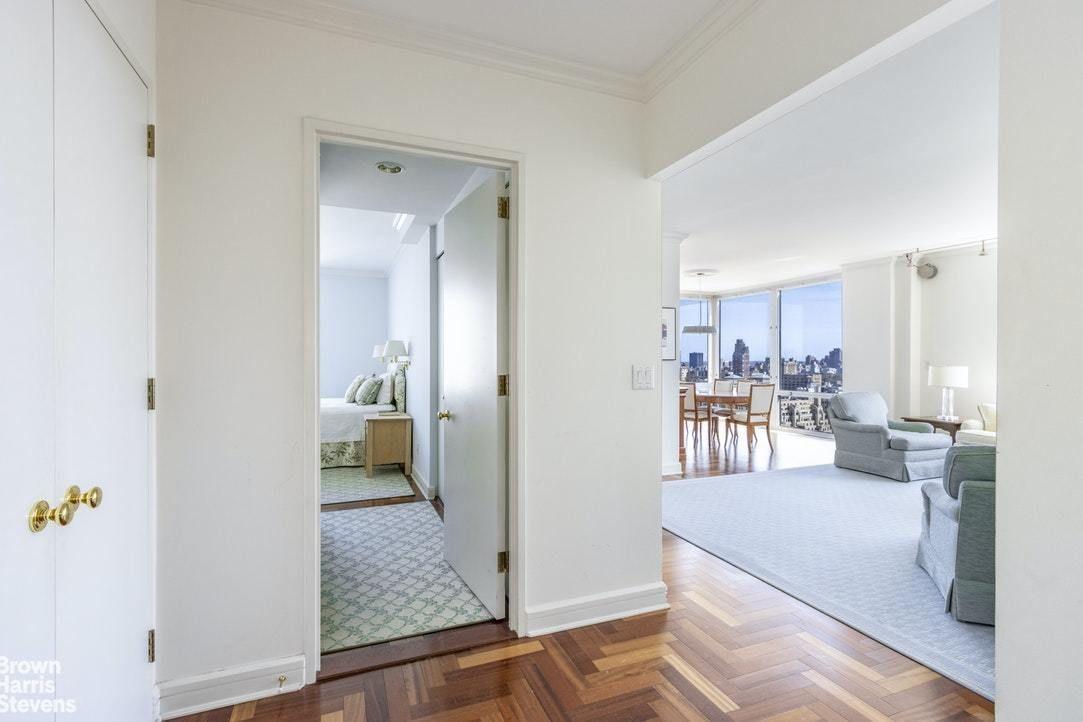 Apartment for sale at 220 Riverside Boulevard, Apt 33B