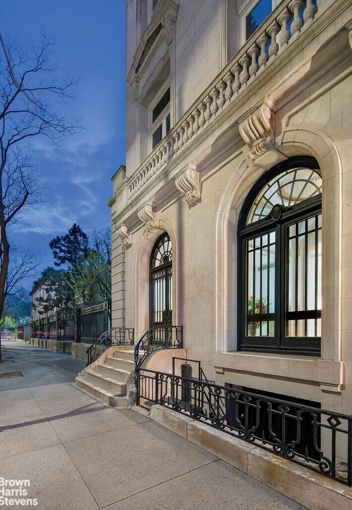 Apartment for sale at 11 East 70th Street, Apt GALLERY/1A