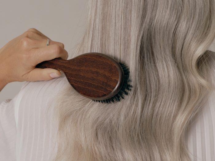 brush straight wavy hair