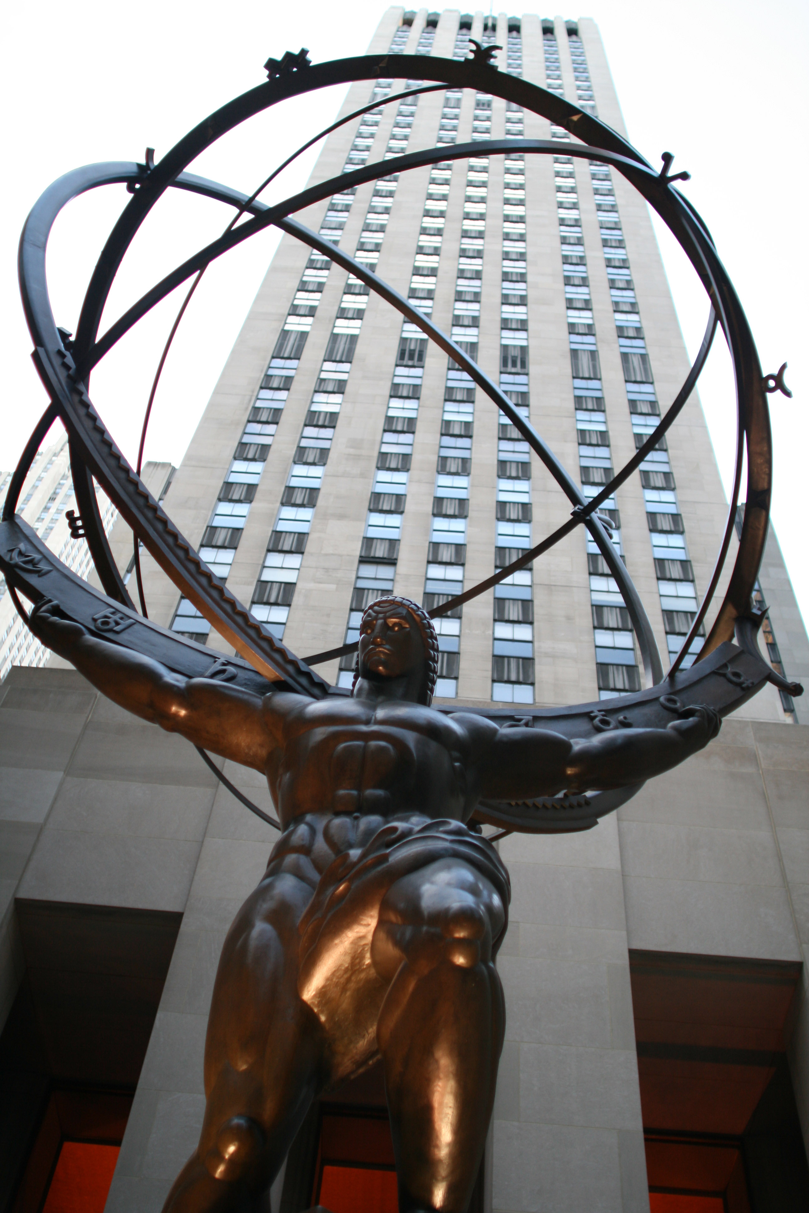 Lee Lawrie's bronze Atlas statue in Rockefeller Center