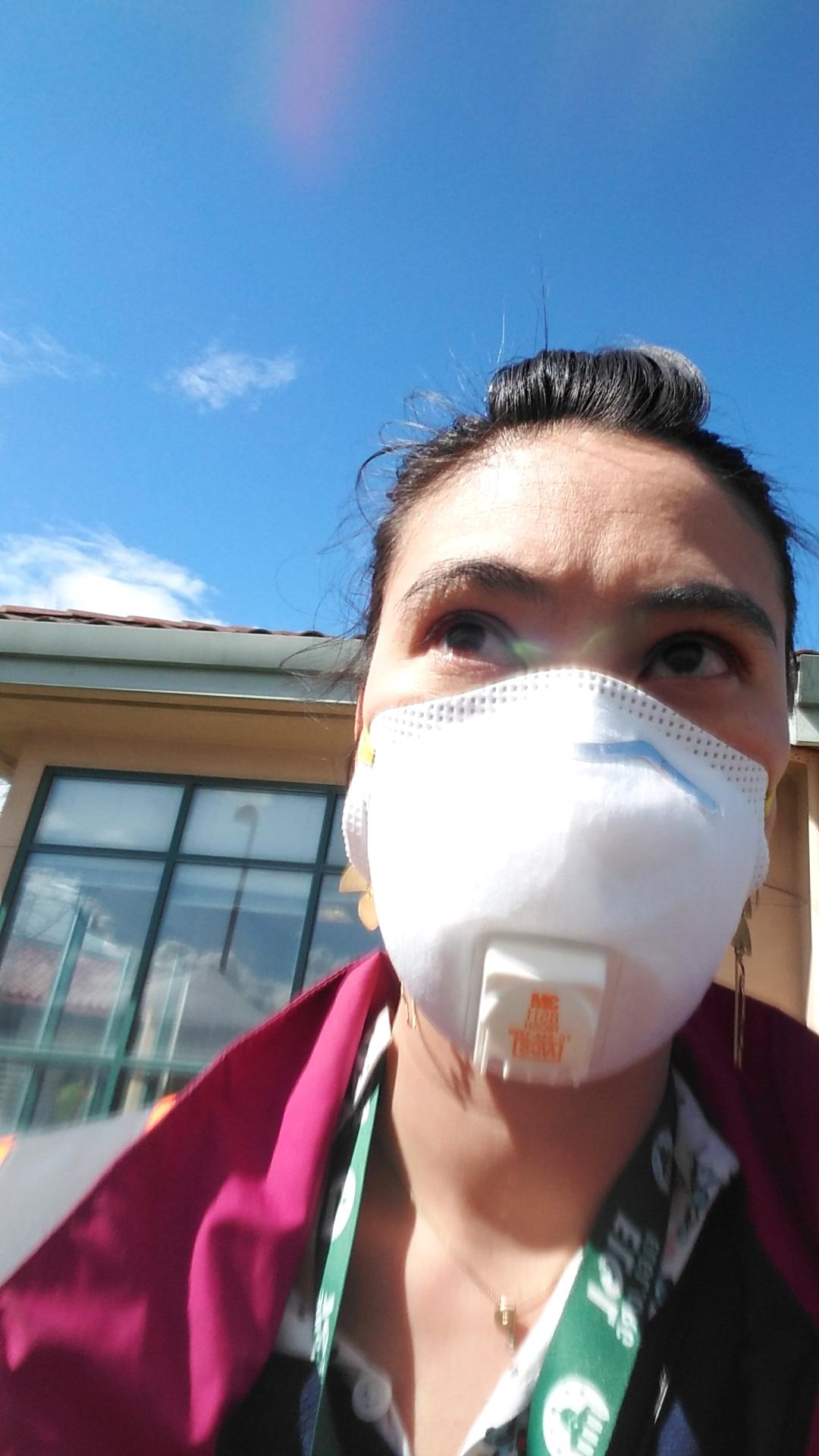 Selfie of Kendra Davis wearing a face mask