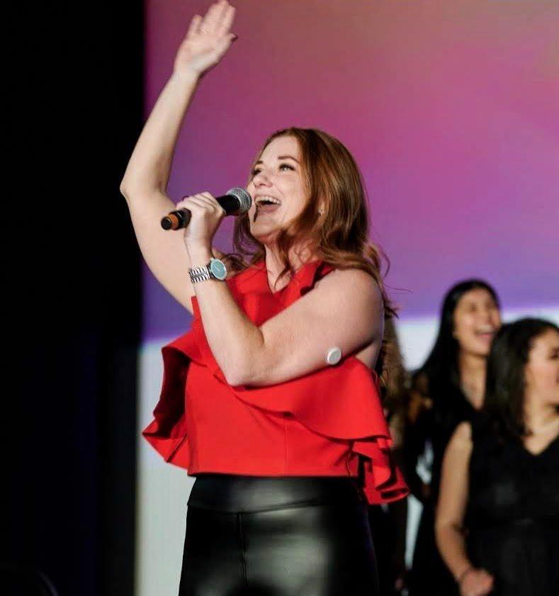 Amanda Jones singing