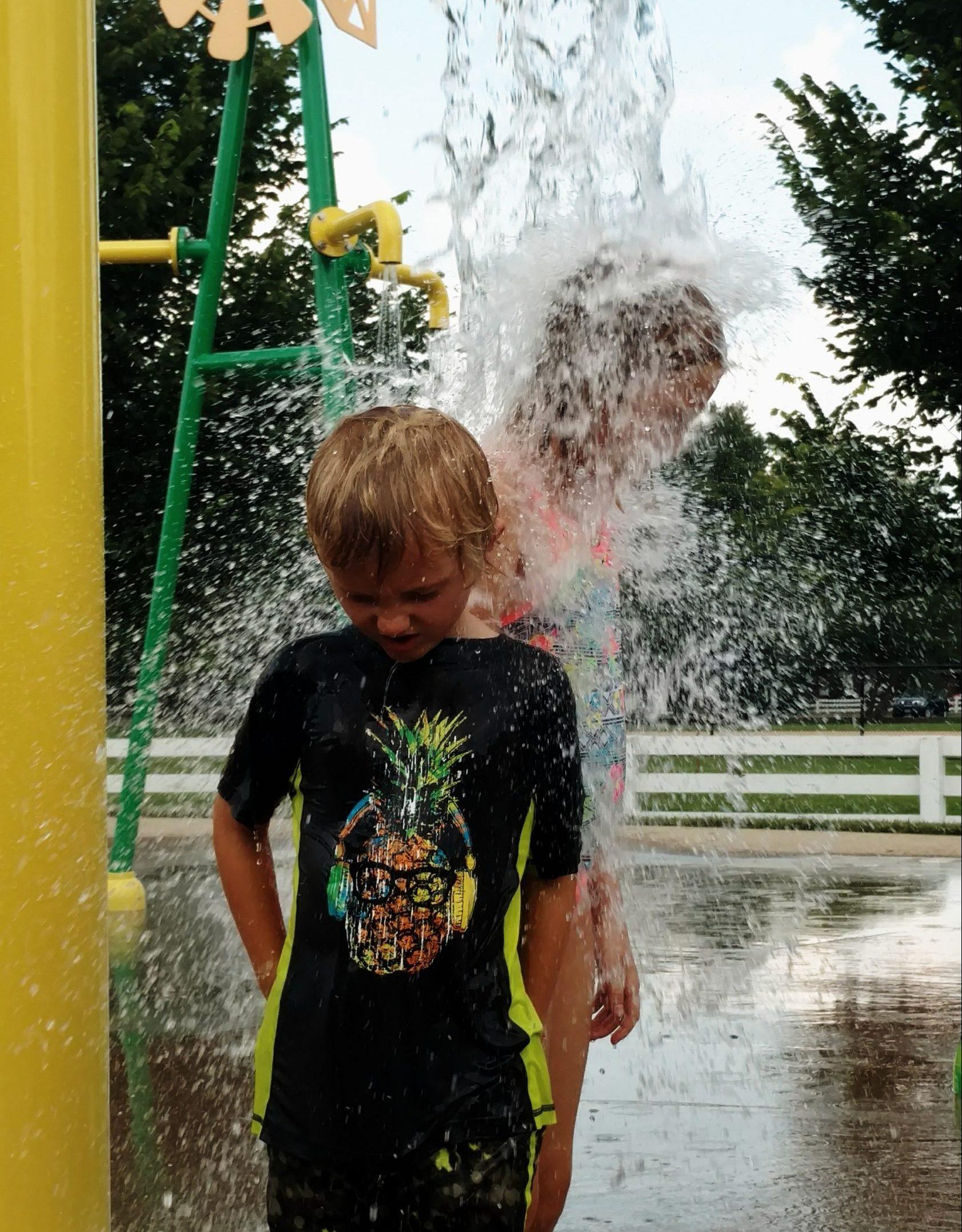 kids at splash pad