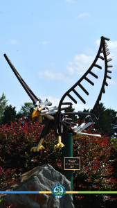 Cell phone background of eagle sculpture