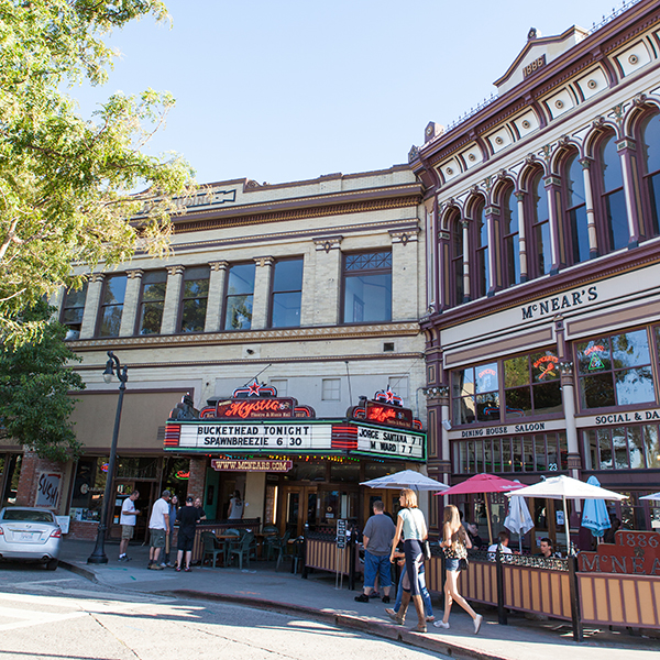 photo of petaluma theater