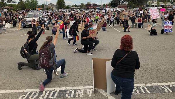 argus photo of protestors