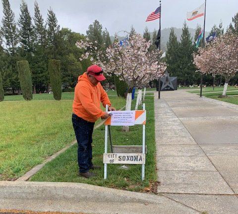 City Staff puts up notice of park closures