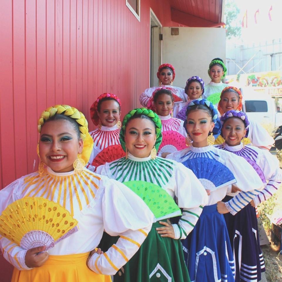 Grupo Folklorico Quetzalen
