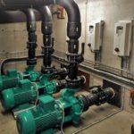 Pumpinstallationen med tre stroa gröna pumpar för Snakepit på Skara Sommarland