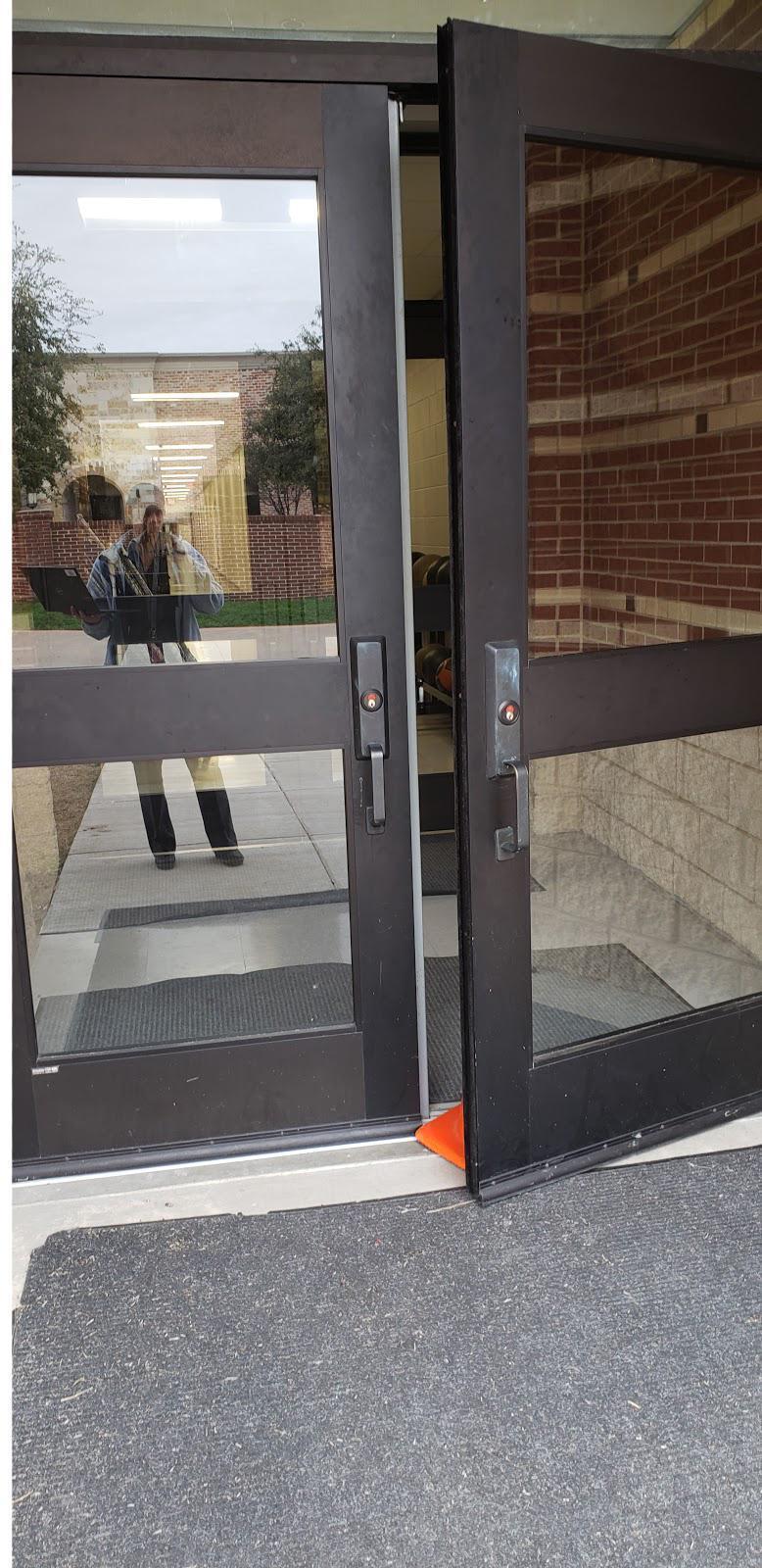 Propping door