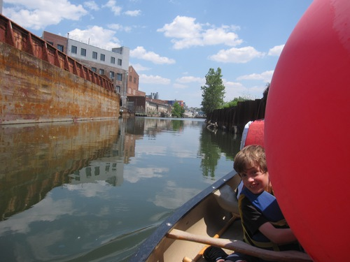 2013_15_June_Gowanus_Dredges_Canoe_Club_Challenge_Race_The_Home_Stretch_passing_the_GCC_Salt_Lot_pic_by_Eymund.JPG