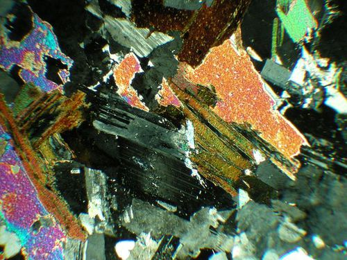 640px-Thomas_Bresson_-_Granite_vu_au_microscope_.jpg