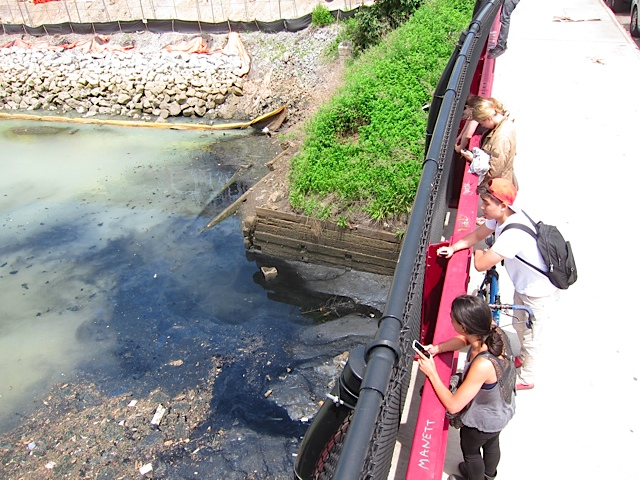 8_-_2013_June_5_Gowanus_Dredgers_Vechtes_Brook_leachate_at_Third_Ave_Bridge_pic_by_Rob_Buchanan_New_School_Class.jpeg