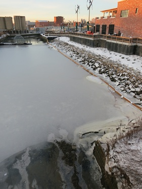 9_-_2014_4_January_view_of_of_Vechtes_Brook_melting_ice_under_3rd_Ave_Bridge_at_4th_Street_Gowanus_Canal_Basin_next_to_Whole_Foods_pic_by_Eymund_lowres.jpg