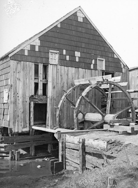 1899-1909_Vanderveer_Tide_Mill_check_Vanderveer_Crossings_Wheel_and_Sluiceway_Canarsie_Brooklyn_pic_by_Daniel_Berry_Austin_Brooklyn_Museum_cropped.jpg