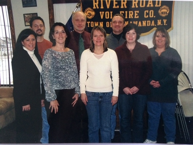 Tonawanda Clean Air members meet with Lois Gibbs (second from left, front row), Jackie James Creedon (center, front row) Image courtesy of Citizen Science Community Resources