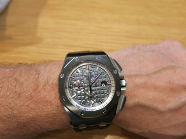 ap-sihh-2014-44mm-black-ceramic-royal-oak-offshore-w-anthracite-dial