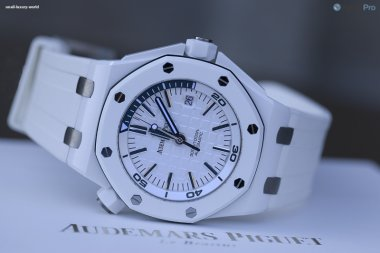 audemars-piguet-royal-oak-offshore-diver-in-white-ceramic-hands-on