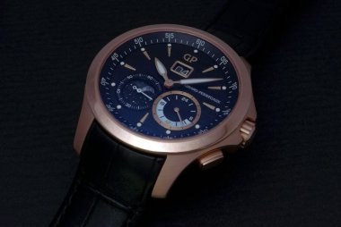 girard-perregaux-traveller-large-date-moon-phases-gmt