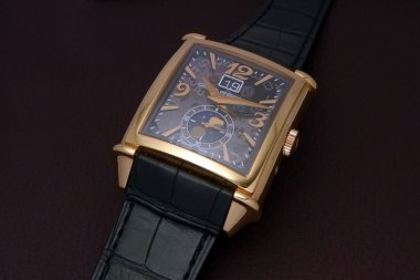 vintage-1945-large-date-moon-phases-mechanics-of-art-deco-pink-gold