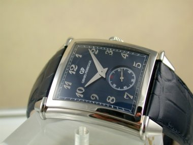 girard-perregauxs-blue-dial-vintage-1945-xxl-small-seconds