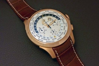 girard-perregaux-traveller-ww-tc-pink-gold-a-second-look