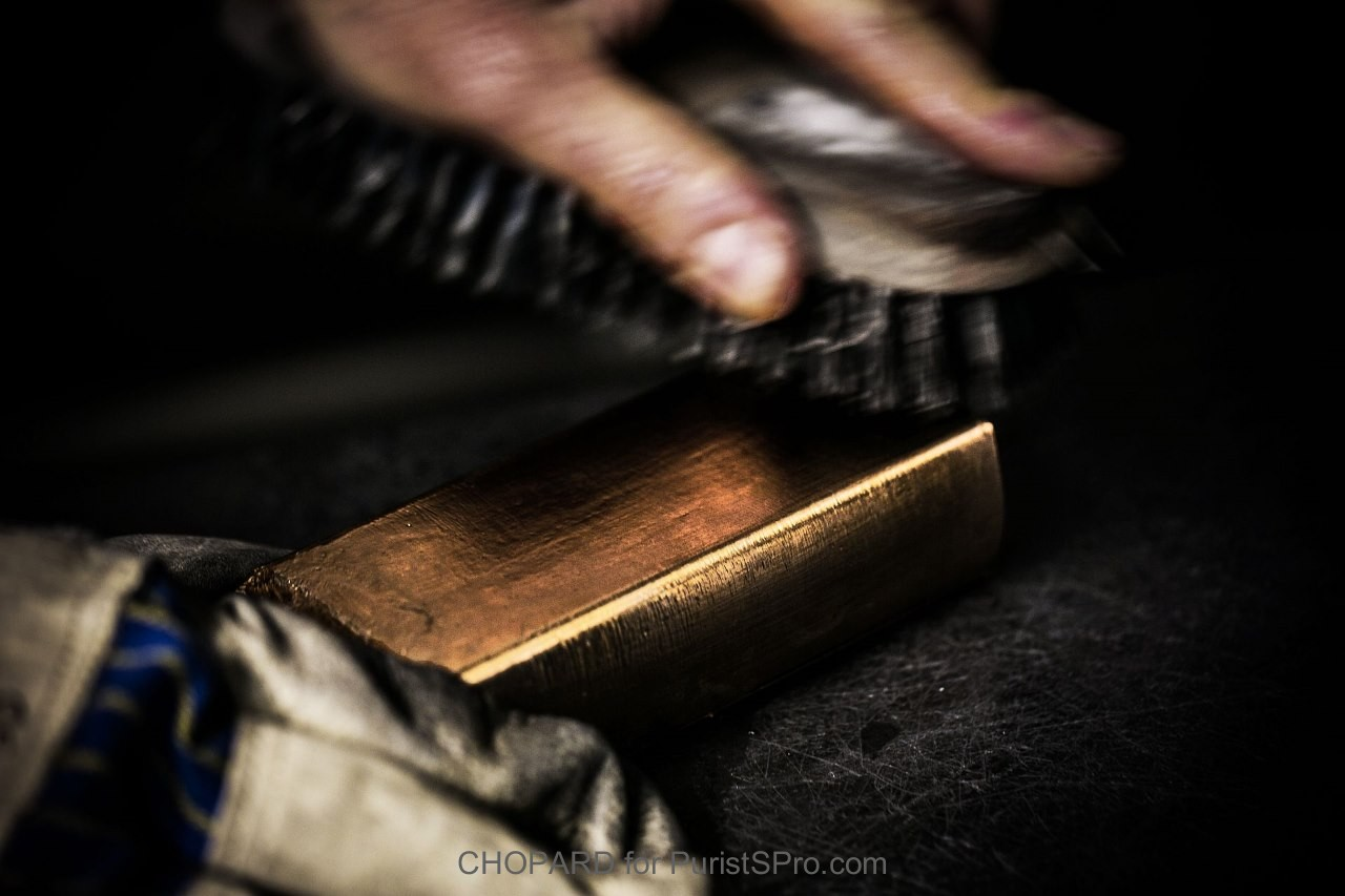 Cleaning gold ingot
