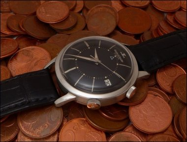 today-picture-jaeger-lecoutre-memovox-e-855-black-dial