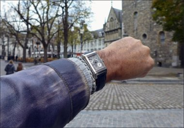 a-small-tour-with-the-jaeger-lecoultre-reverso-septantime-platinum