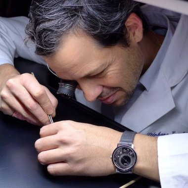 a-picture-i-really-like-the-900p-on-the-wrist-of-the-watchmaker