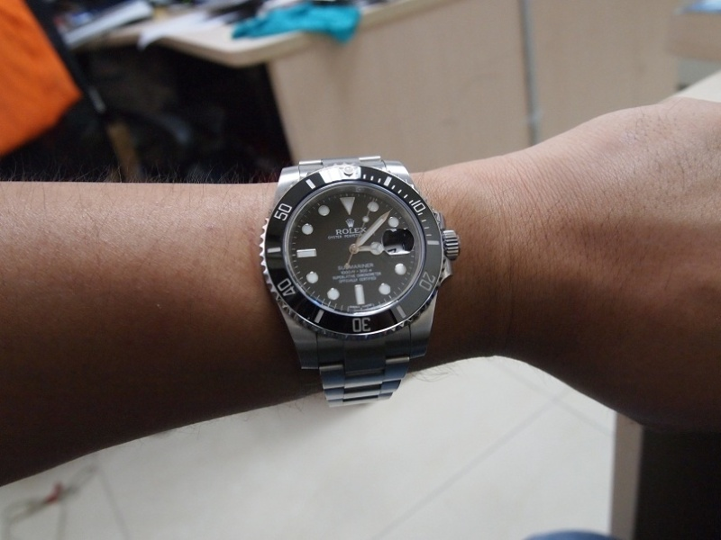 submariner wrist shotRolex Submariner Green On Wrist