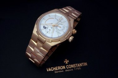 fresh-pics-of-the-overseas-dual-time-in-pink-gold