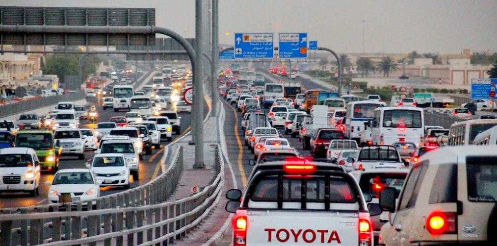 Qatar traffic department overtake from left