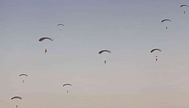 Qatar, US paratroopers stage joint exercise