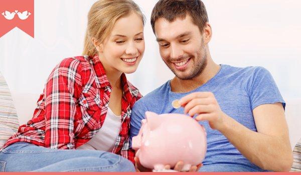 casal economizando