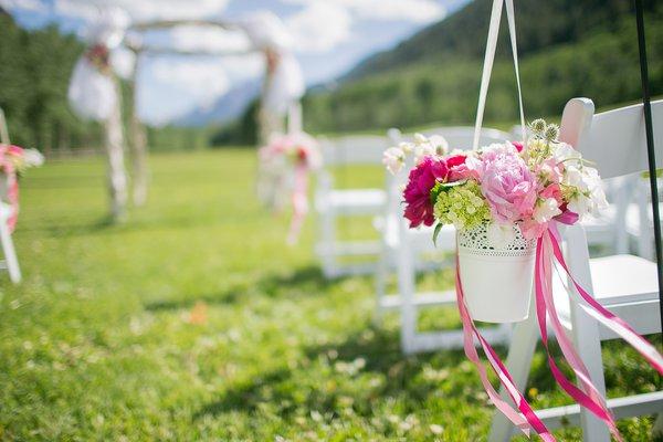 Descubra se vale a pena fazer um mini wedding.