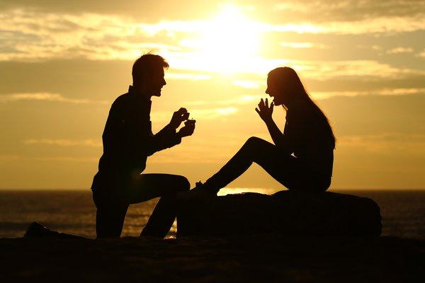 Dicas românticas de como pedir o seu amor em casamento