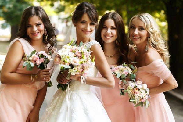 Conheça 9 deveres da madrinha de casamento