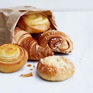 Pullat, puustit ja croissantit 1 € (min. 2 kpl)