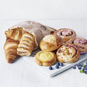 Pullat, pasteijat ja croissantit 1 €/kpl (min. 2kpl)