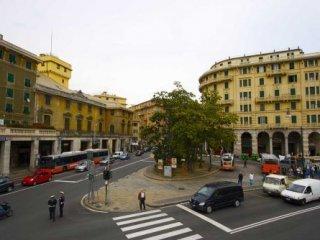 Foto 1 di Magazzino Via Augusto Albini, Genova