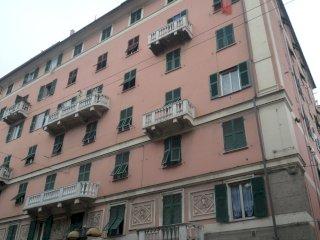 Foto 1 di Trilocale Via Jori, Genova (zona Sampierdarena, Certosa-Rivarolo)