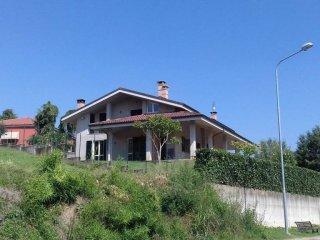 Foto 1 di Villa strada Pratomorone, frazione Pratomorone, Tigliole